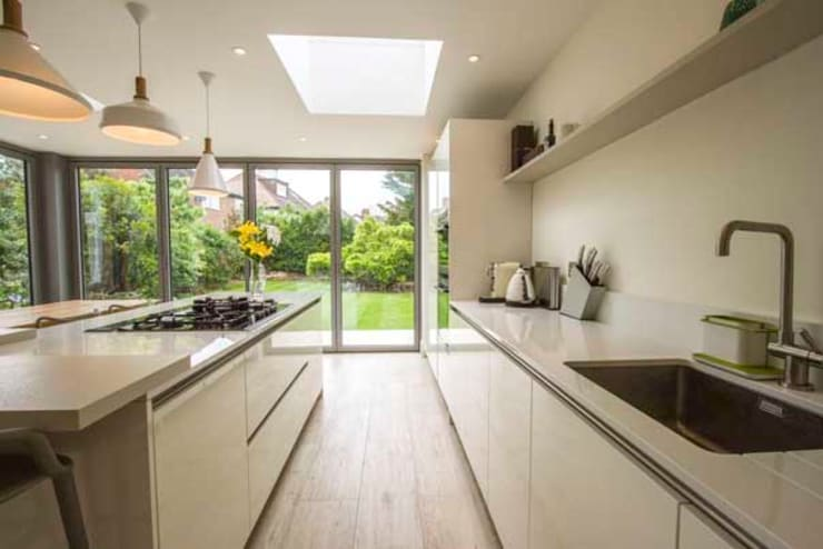 Kitchen Extension – Strawberry Hill, Twickenham:  Kitchen by Cube Lofts