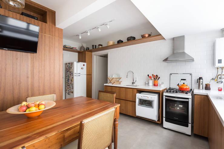SRR | Cozinha: Cozinhas  por Kali Arquitetura