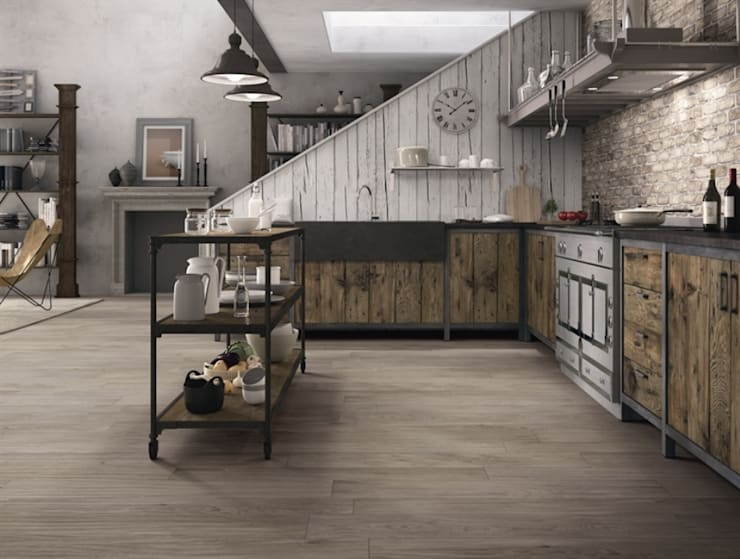 Houtlooktegels die het ontwerp van de keuken versterken en aanvullen :  Keuken door Sani-bouw