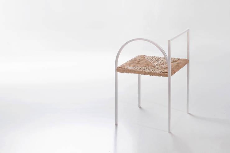 Cadeira como Arquitectura: Casa  por Corpo Atelier