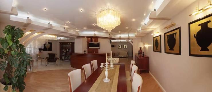 غرفة المعيشة تنفيذ Архитектурно-дизайнерская студия Александра Шереметьева