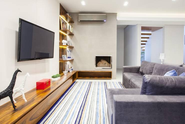 Casa de Praia Itapoá:   por Estúdio Kza Arquitetura e Interiores