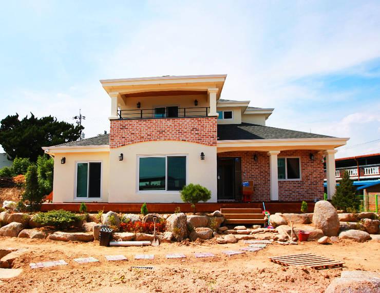 독립성이 확보된 고풍스럽고 세련된 디자인의 클래식스타일[경북 상주]: 지성하우징의  주택,클래식