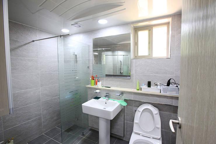 mediterranean Bathroom by 지성하우징