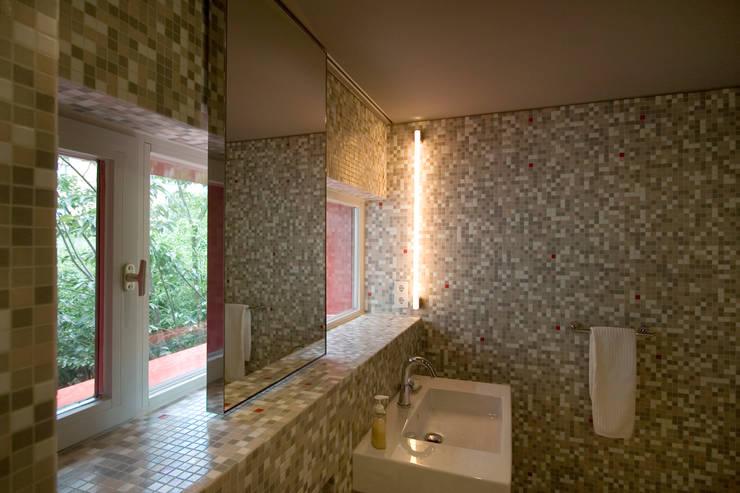 Projekty,  Łazienka zaprojektowane przez Rotbunt