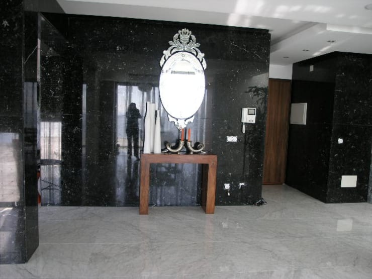 Apartamento Praia da Falésia -Penthouse 2004: Corredores e halls de entrada  por Atelier  Ana Leonor Rocha