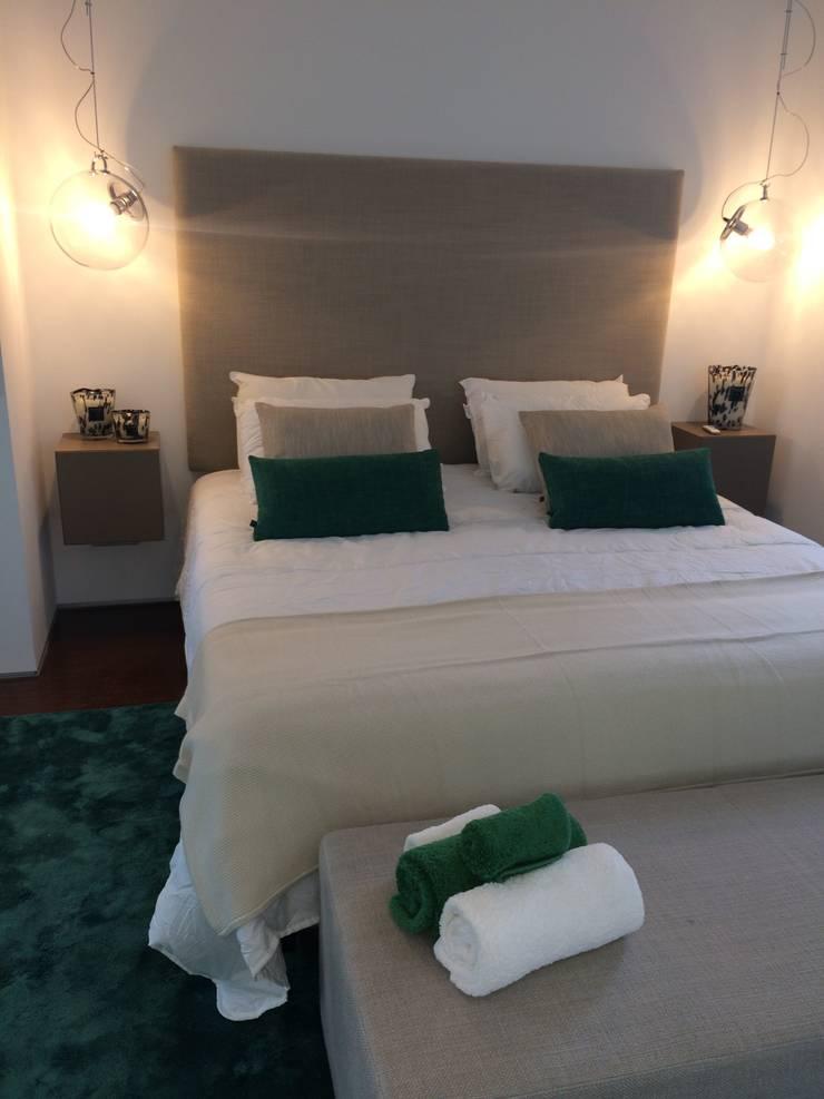 Master Suite Dark Green: Quartos  por Pure Allure Interior