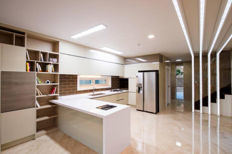 Nhà bếp by 친친디 하우스 프로젝트