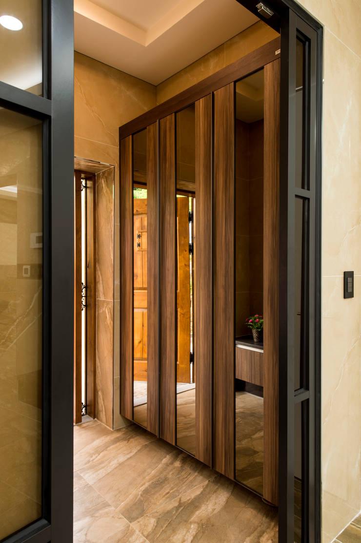 친친디 연수리 컨셉하우스: 친친디 하우스 프로젝트의  복도 & 현관