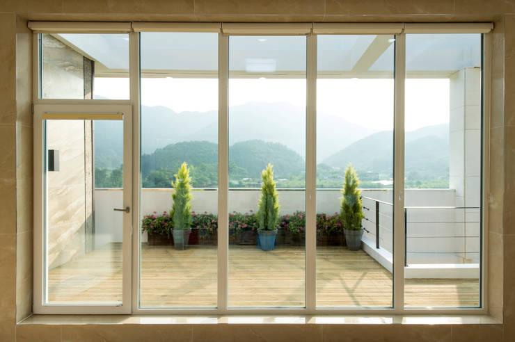 친친디 연수리 컨셉하우스: 친친디 하우스 프로젝트의  창문