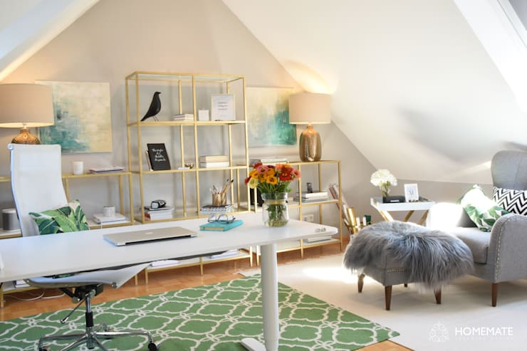 Home Office im eleganten tropischen Soft Glamour:  Arbeitszimmer von Homemate GmbH,