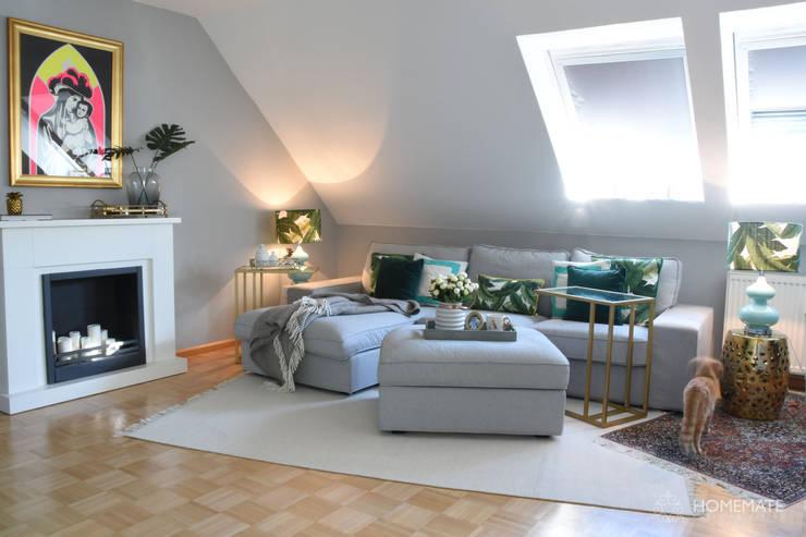 Wohnen mit Kamin:  Wohnzimmer von Homemate GmbH,