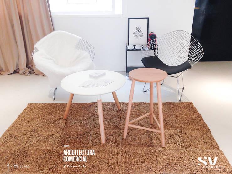 Interiorismo: Oficinas y Tiendas de estilo  por SV Arq