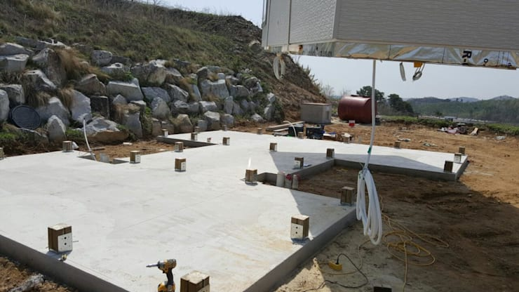 설치전 미리 배관작업과 콘크리트 타설을 해놓은 모습: 스마트하우스의