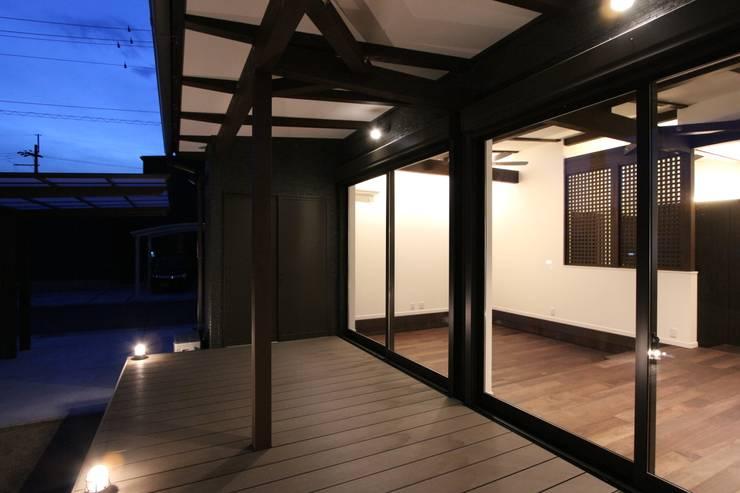 Hiên, sân thượng by 松井設計