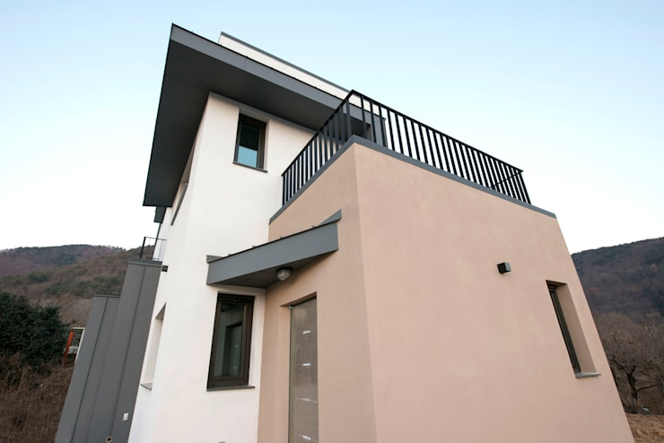 덕동동 주택 H-3: 피앤이(P&E)건축사사무소의  주택