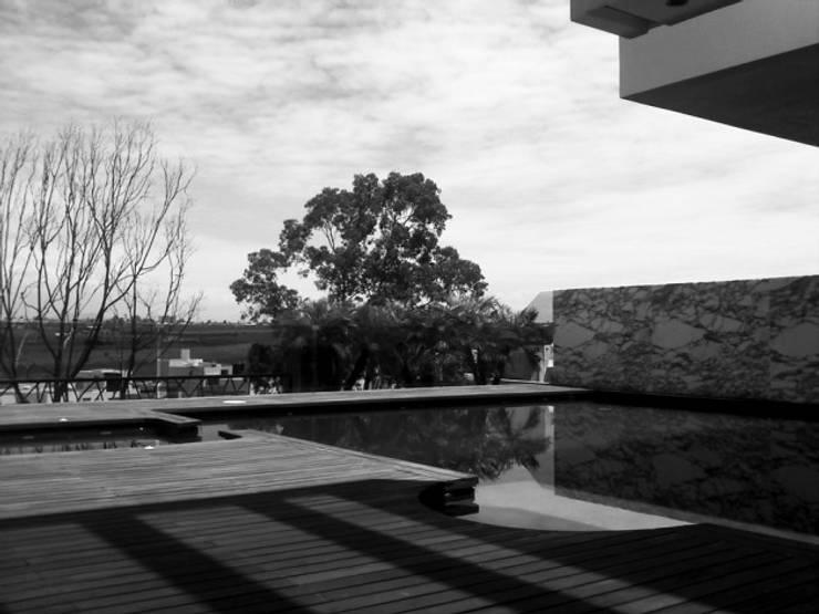 Otawa: Albercas de estilo  por [GM+] Arquitectos