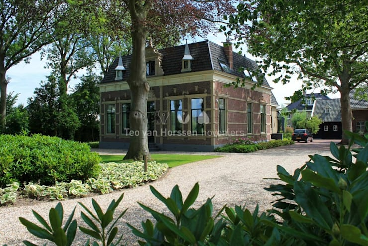 Oprit:  Tuin door Teo van Horssen Hoveniers, Landelijk