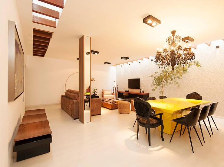 Residência Ortízio Borges, Uberlândia - Projeto THEROOM ARQUITETURA: Salas de jantar modernas por THEROOM ARQUITETURA E DESIGN