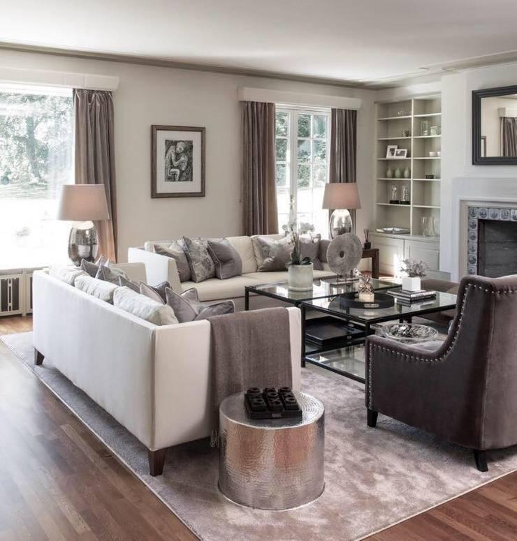 Lake View Villa:  Living room by Architecto