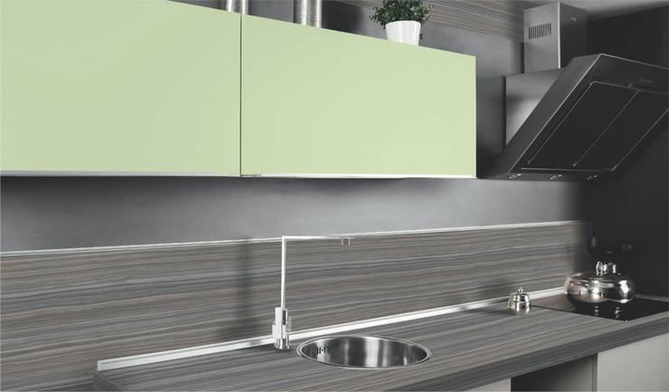 Modelos unicolores son tendencia en los diseños de la Línea Premium FORMICA: Baños de estilo moderno por FORMICA Venezuela
