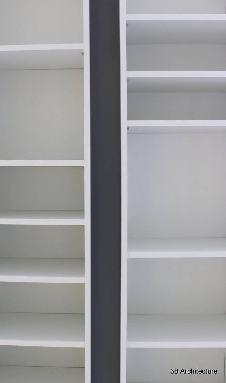 Chaque partie de l'aménagement offre un rythme de composition.: Salon de style  par 3B Architecture