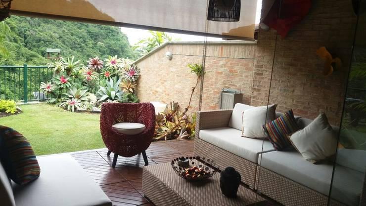 Lomas del Tamanaco.: Terrazas de estilo  por THE muebles