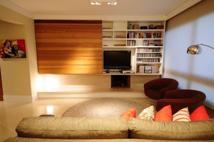 Salas / recibidores de estilo  por João Linck | Arquitetura
