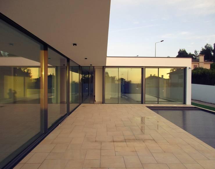 Piscinas  por Utopia - Arquitectura e Enhenharia Lda