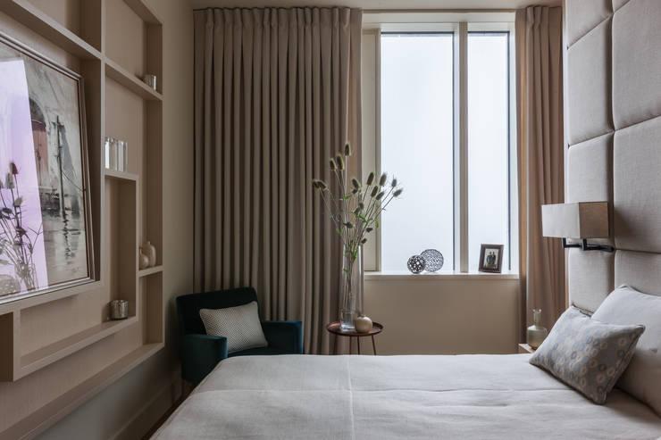 Dormitorios de estilo moderno de Дизайн бюро Татьяны Алениной Moderno