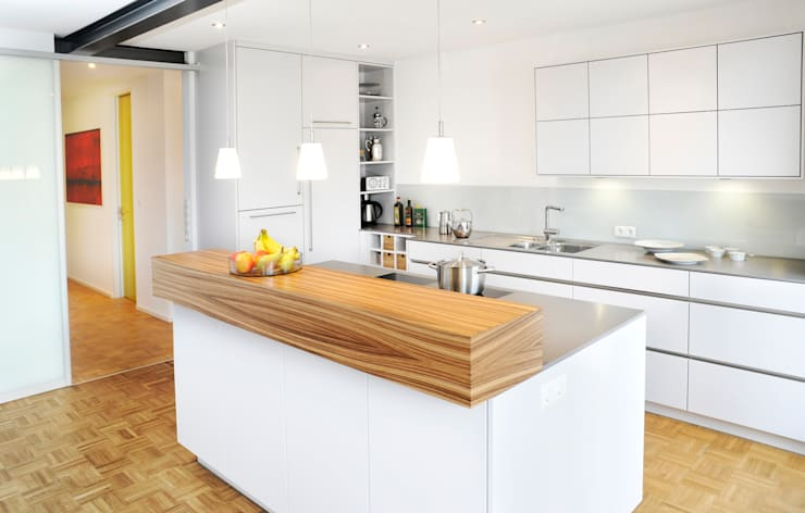 Cocinas de estilo moderno por RONALD-KIRSCH PLANungsgesellschaft