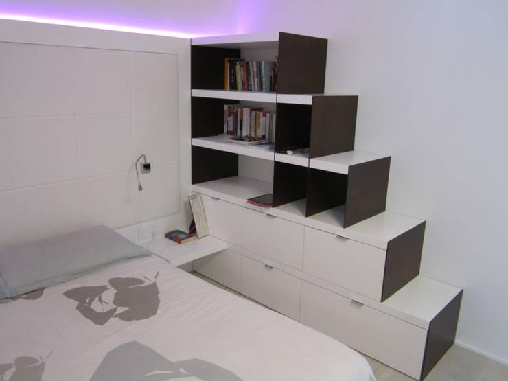 RESIDENZA PRIVATA - ATTICO: Camera da letto in stile  di CARLO CHIAPPANI  interior designer