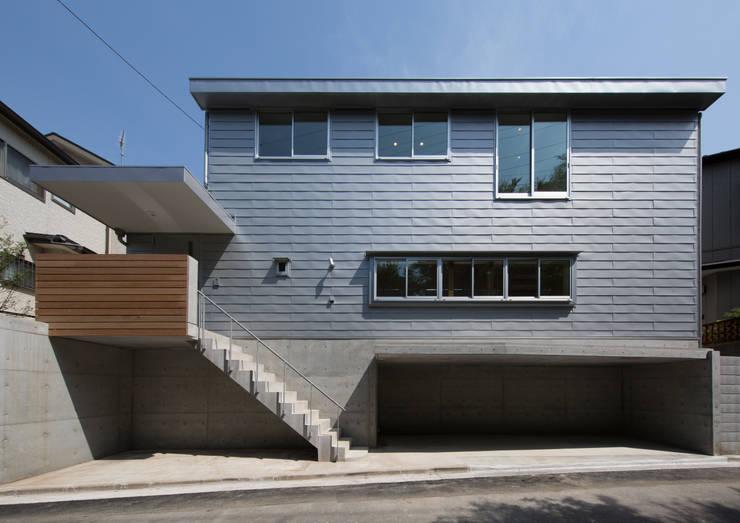 北側外観: アトリエ24一級建築士事務所が手掛けた家です。