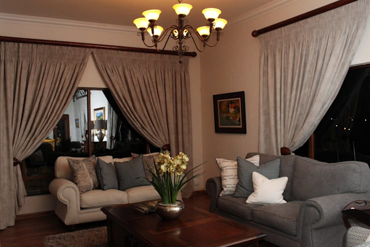 Living Room:  Living room by Inside Out Interiors