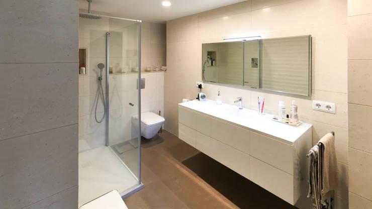 Salle de bains de style  par arqubo arquitectos