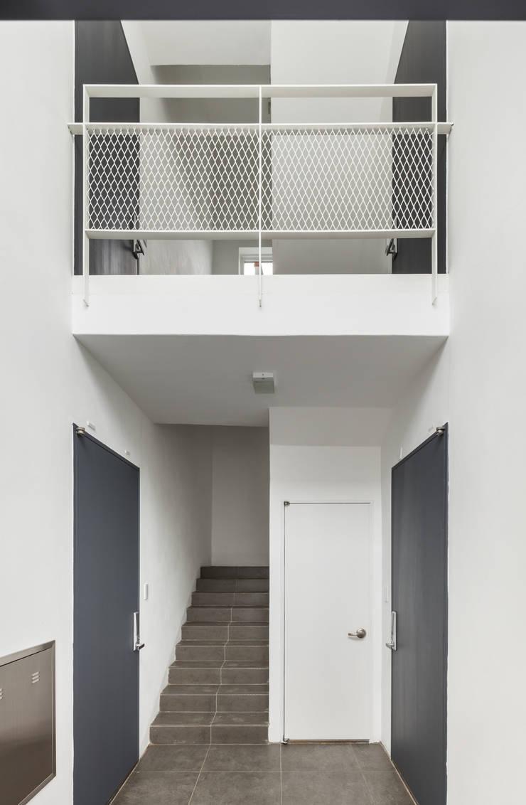 교하동 다가구 주택: 서가 건축사사무소의  복도 & 현관,