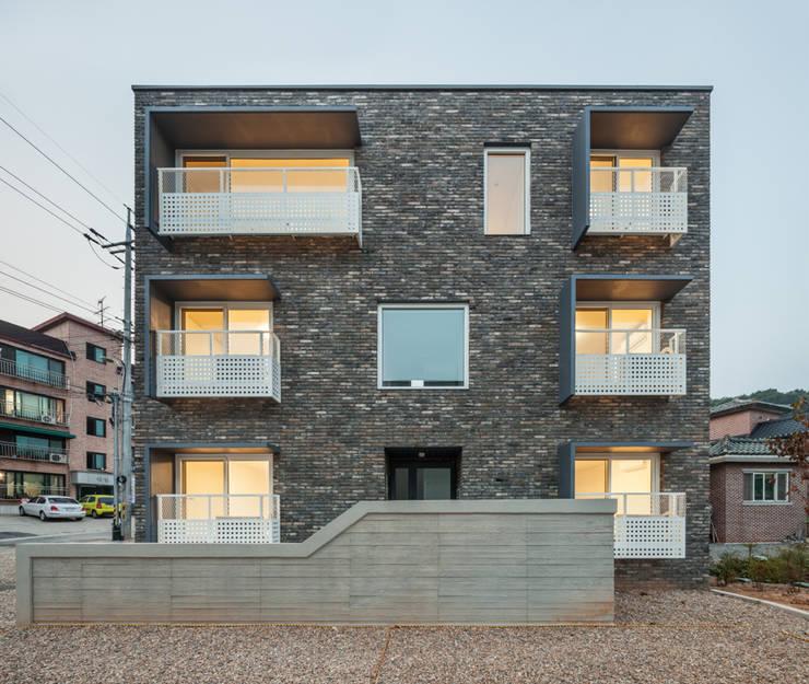 교하동 다가구 주택: 서가 건축사사무소의  주택,