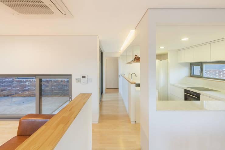 김포 대능리 단독주택: 서가 건축사사무소의  주방,모던