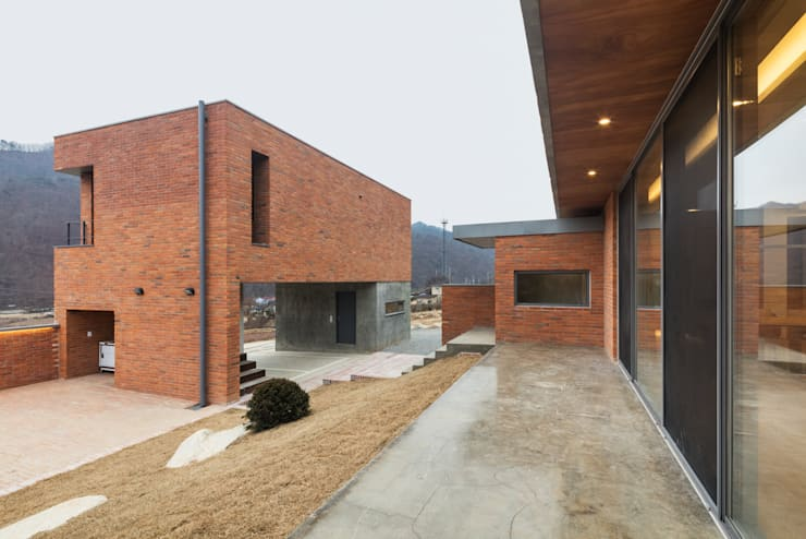 홍천 노일리 주택: 서가 건축사사무소의  주택,모던