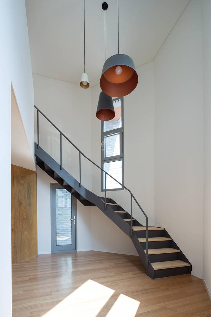 구월동 근린생활시설 및 다가구주택: 서가 건축사사무소의  거실,모던