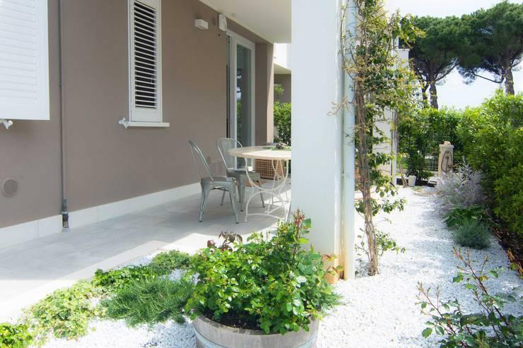 บ้านและที่อยู่อาศัย by Rachele Biancalani Studio