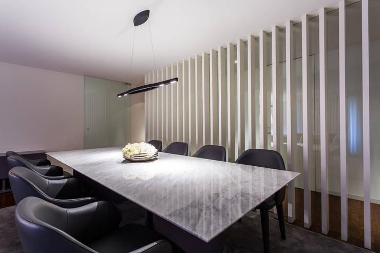 Sala de jantar  por OGO ARQUITECTOS