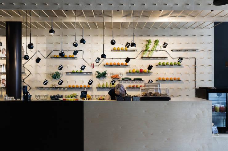 SAP bagel & juicebar:  Gastronomie door INTER/ALTER interior architects , Modern