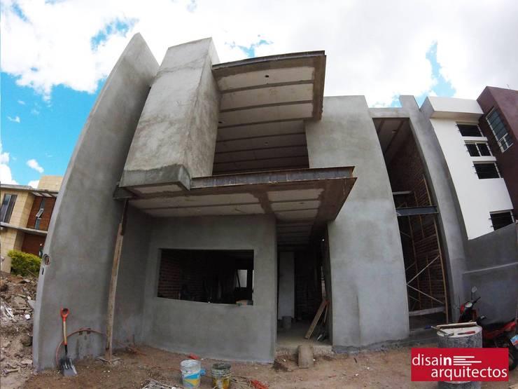 Casa MRB: Casas de estilo  por disain arquitectos