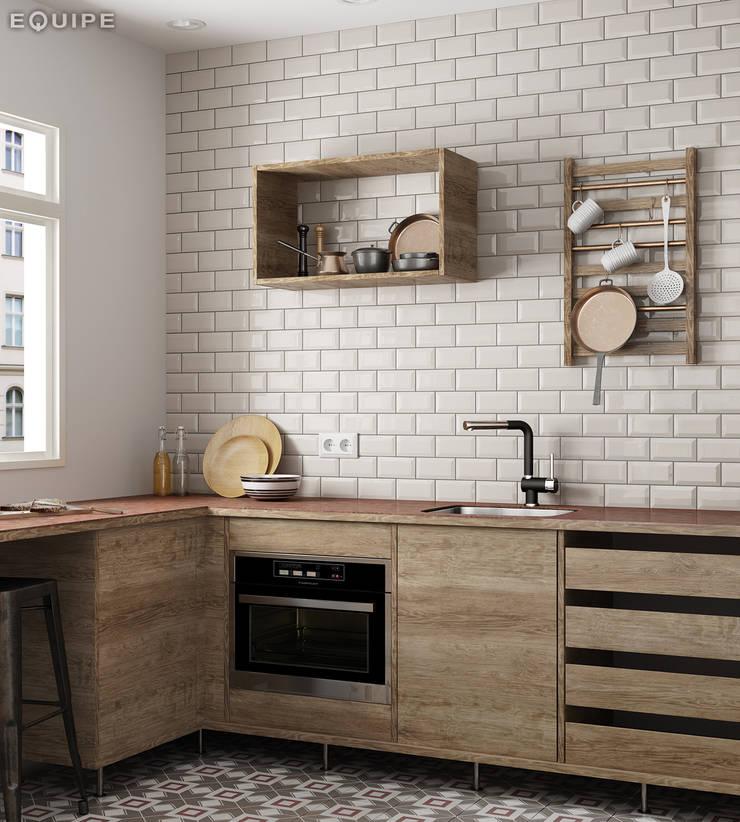 Metro Cream 7,5x15: Cocinas de estilo  de Equipe Ceramicas