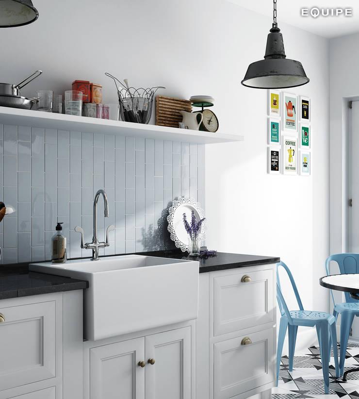 Evolution Sky Blue 7,5x15: Cocinas de estilo  de Equipe Ceramicas