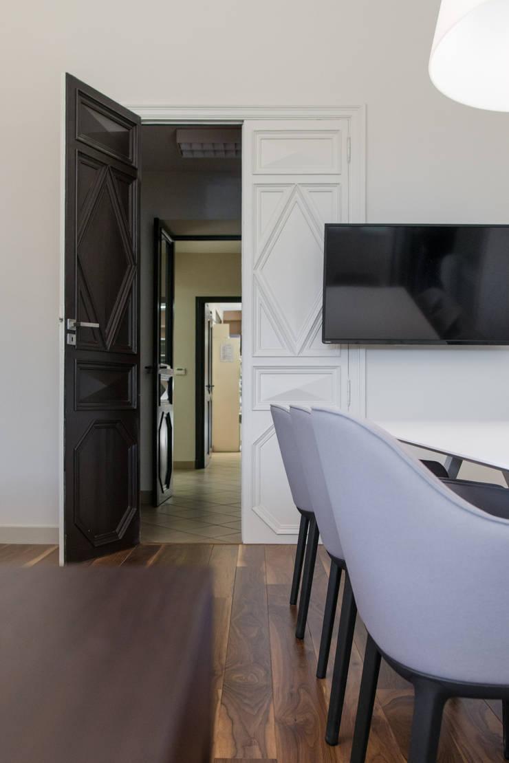 Cuir, Cuivre & Cognac: Bureau de style  par Insides