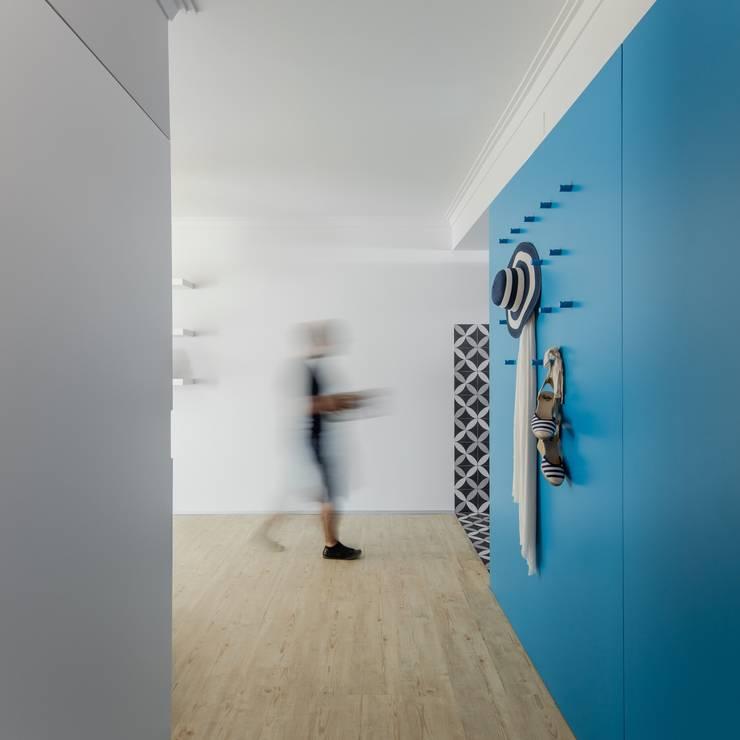Tiago do Vale Arquitectosが手掛けた廊下 & 玄関