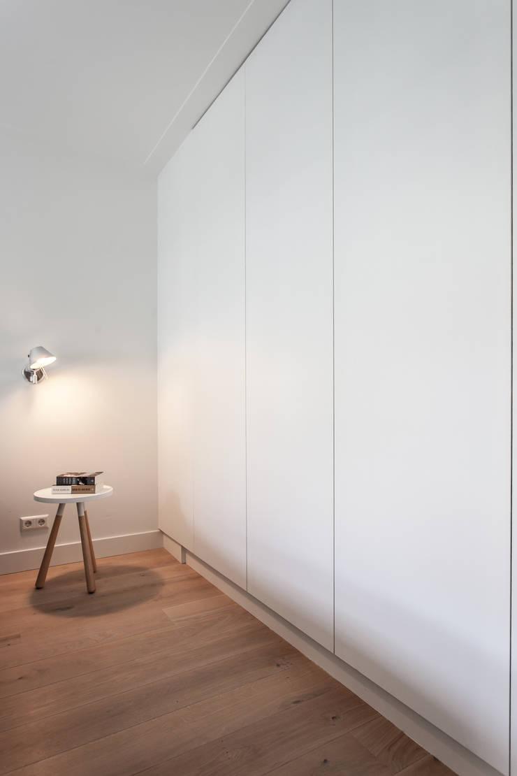 Scandinavian style bedroom by Bob Romijnders Architectuur & Interieur Scandinavian