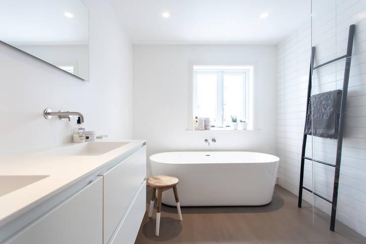 Projekty,  Łazienka zaprojektowane przez Bob Romijnders Architectuur & Interieur